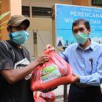 Prodi PWK ITN Malang Bagikan Sembako, Bantu Mahasiswa Terdampak Covid-19